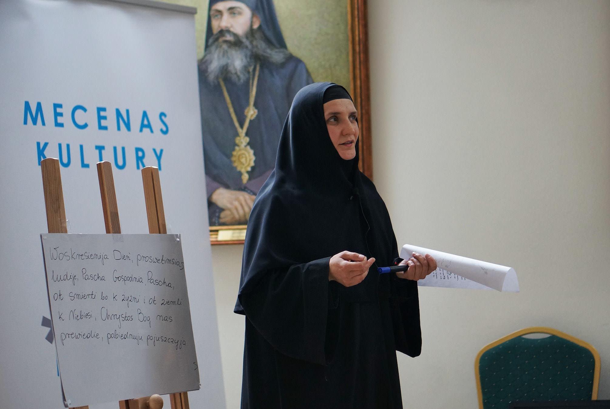 Siostra Eufalia - dyrygentka Chóru Żeńskiego Monasteru OPieki Matki Bożej w Turkowicach